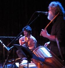 Rodrigo Samico et Miquèu Montanaro, au sein d'un groupe qui prend plaisir à jouer ensemble, à l'issue de quatre jours de Résidence (photo MN)