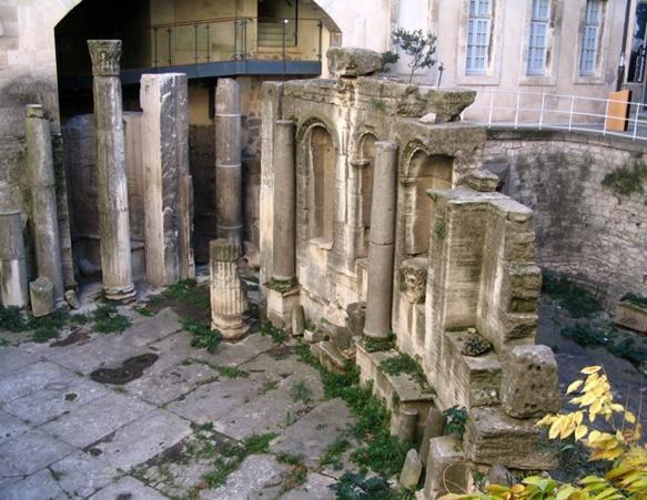 Le Museon Arlaten en 2004, cinq ans avant le dévoilement du projet, douze avant la relance des travaux, quinze avant la réouverture ? (photo MN)