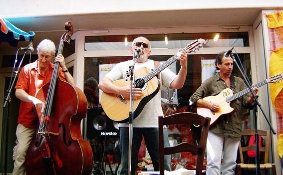 """En 2005 Claude Marti vient jouer à Arles pour Convivència, l'année du débat sur le thème """"viure e trabalhar au país"""" (photo XDR)"""