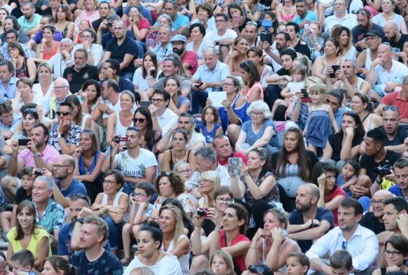 Avec les familles et amis, environ 3000 personnes se déplacent pour entendre chanter occitan (photo MN)