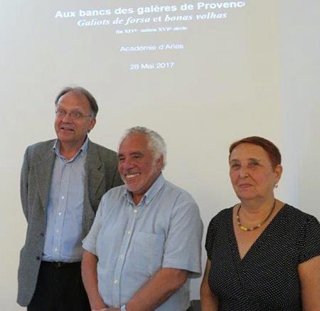 Felip Rigaud entouré par le pdt de l'Académie, Marc Heijman, et sa marraine, Odile Caylux (photo Viviano Roux DR)
