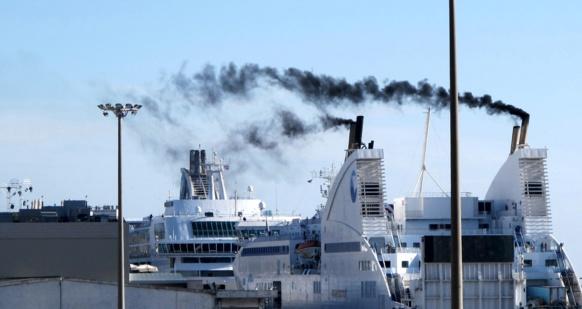 A Marseille les quais où accostaient ces navires sont électrifiés depuis 2017. Les navires n'ont plus besoin de faire tourner leurs moteurs une fois à quai (photo MN)