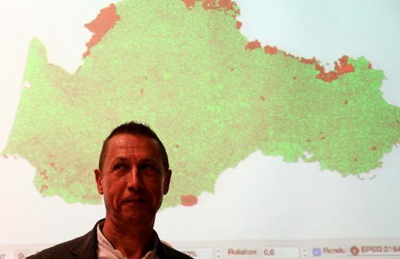Projet collaboratif, LUÒCS prétend révéler la réalité des noms de lieux dans l'espace occitan. Pèire Brechet a déjà reçu la proposition d'appui de plusieurs centaines de personnes, tant pour des enquêtes de terrain que pour le développement de l'outil numérique (photo MN)