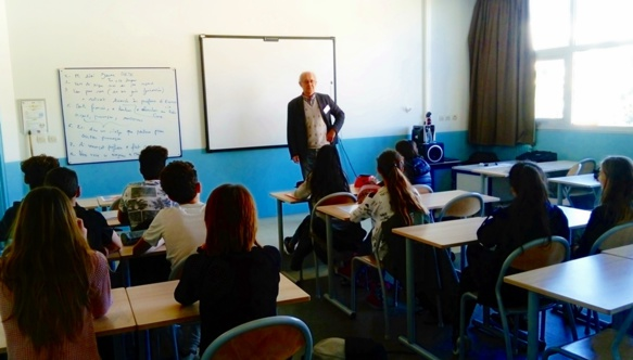 Jàquimo Pietri, invité d'un jour à parler occitan avec les élèves du cours mentonnais (photo LR DR)