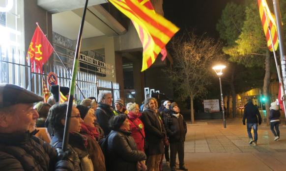 Une progressive meilleure compréhension de la crise en Catalogne ? Ici rassemblement à Marseille le premier décembre pour réclamer la libération des prisonniers politiques. Le POC et EELV l'organisaient (photo MN)