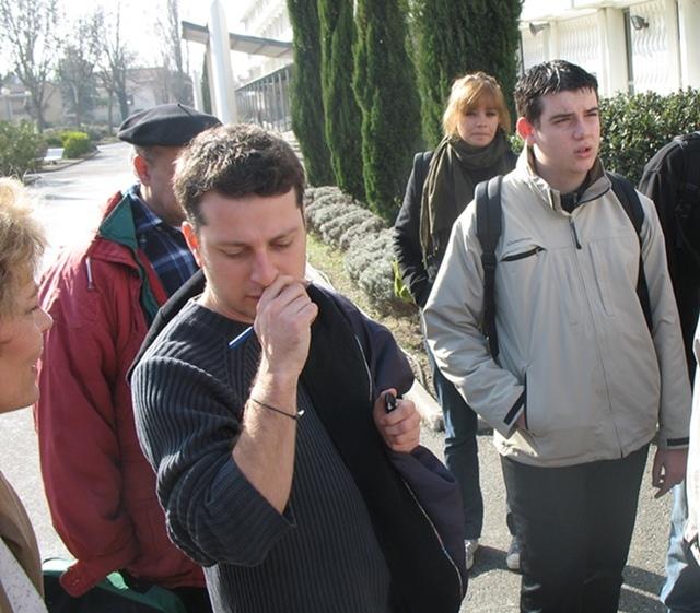 Mathieu Poitevin au milieu de ses élèves entre deux animations de la « semaine de la création d'oc ».