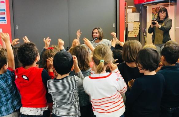 Un projet scolaire avec un ourson qui ne parle que provençal...Puyloubier et la chanteuse Liza recevront le prix des jeunes (photo XDR)