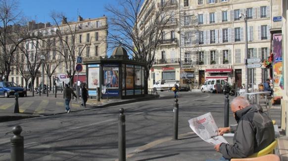 Le quartier de La Plaine à Marseille fait l'objet d'un projet de requalification, les opposants au projet municipal lui reprochant de gentrifier le quartier aujourd'hui encore populaire. Les arbres figurant sur cette images d'archives ont été tronçonnés le 17 octrobre en présence de la police pour éviter les manifestations (photo MN)