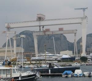 Les chantiers navals de La Ciotat, toile de fond sociale et inspiration du groupe.