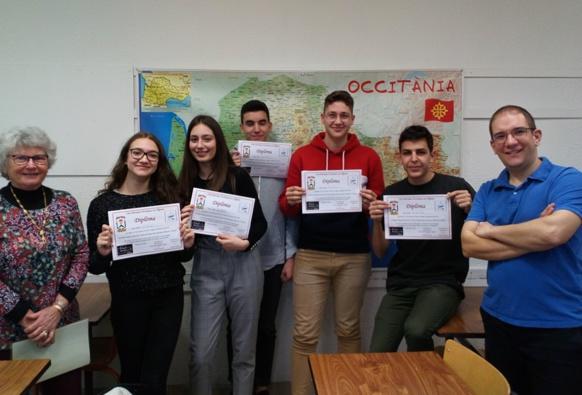 Dictada à Menton avec les lycéens du professeur d'oc Laurenç Revest et l'auteure du texte, Mauri Osicki (photo XDR)