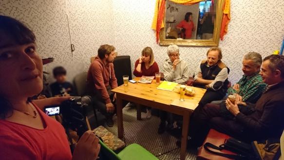 """Mercredi 8 mai le Café Provençal d'Aix se tenait au 3C, un café """"citoyen"""", et recevait le Cep d'Oc pour un tournage (photo MN)"""