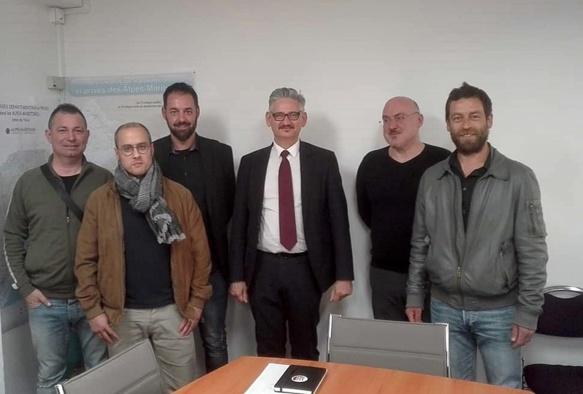 Les enseignants de langue régionale entourant le nouveau recteur Richard Laganier, le 14 mai dernier, Olivier Pasquetti premier à partir de la droite (photo XDR)