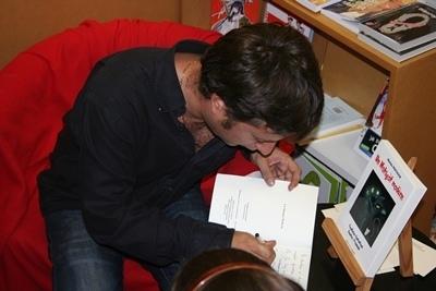 Avec un Matagot Modèrn, Matieu Peitavin a montré que le livre oc pouvait rencontrer un public jeune...à condition que l'édition soit bilingue (photo Bèn Lèu)