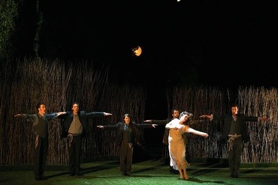 Dans Acis et Galatéa, de Haendel, au Festival d'Aix 2011, Magali Arnault au centre (photo Festival d'Aix)