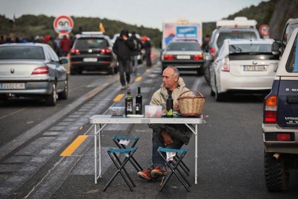 Mouvement spontanéiste d'action catalane, Tsunami Democratic appelait lundi à un blocage autoroutier des accès à  la France (photo Tsunami Dem )