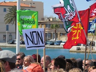 """Manifestation contre le permis de recherche de gaz de schistes dit """"de Brignoles"""", le 8 avril 2012 à La Seyne (83). (Photo MN)"""
