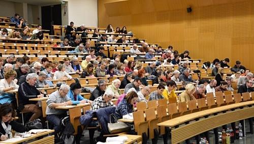 A l'Université de Nice plusieurs associations s'étaient alliées pour réussir cette manifestation qui a réuni plus de deux cents personnes pour une dictée en occitan (photo IEO 06 DE)