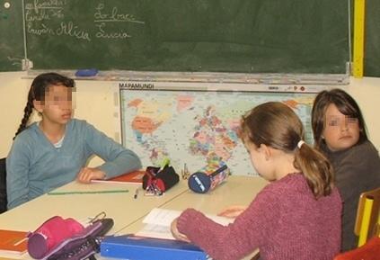 Une langue à la maison, une autre à l'école, une situation qui favorise l'apprentissage des langues (photo MN)