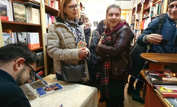 """A proximité de la Comtesse de Die et de Mas Felip Delavoüet, Médéric Gasquet-Cyrus signe son """"Dites le en marseillais"""" au Blason, Aix - 13 (photo MN)"""