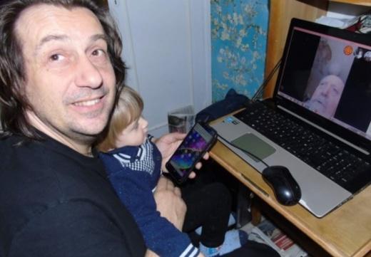 Un ordinateur, un contrat avec un prestataire technique, mais surtout de l'enthousiasme et du temps consacré, c'est la recette du quatuor de Nissa Pantaï (ici Cristòu Daurore photo XDR)