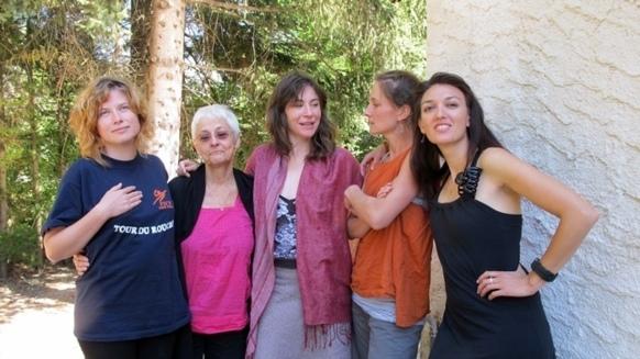 Autour de Magali Bizot : Hemeline, Noémie, Loty et Camille, une partie des Misé Babilha (photo MN)