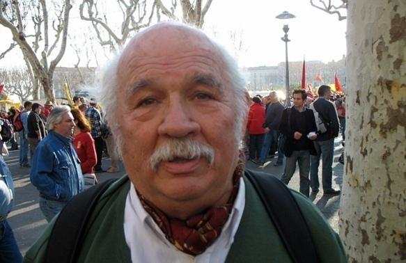 L'écrivain manifeste pour l'occitan dans la vie publique à Béziers en 2007 (photo MN)