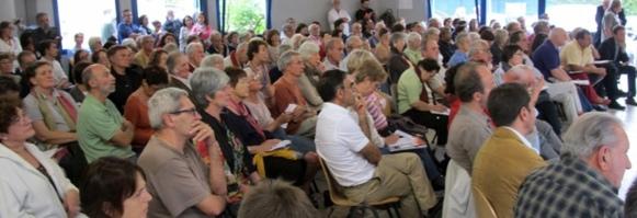 Le Caddris avait attiré un public important pour informer du problème posé par les Roms, du problème posé aux Roms (photo MN)