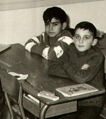 Il giovano Reinat nel 1967 , in primo piano . Un bel giorno sarebbe stato lui a dare le lezioni … di occitano ( foto archivi RT )