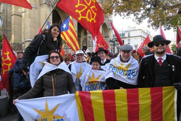 Le 30 novembre dernier une manifestation parisienne avait déjà montré la capacité de mobilisation des différents mouvements, unis, de maintenance et promotion de toutes les langues de France (photo MN)