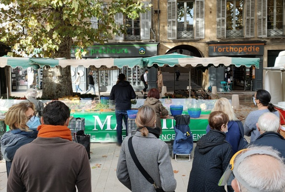 La part alimentaire des marchés de plein air reste autorisée, pour le moment (photo MN)