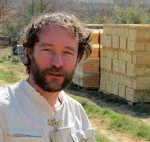 """Cyril Folton : """"le débroussaillement inconséquent prive l'abeille de ses meilleurs territoires. On doit nous consulter pour les Pidaf"""" (photo MN)"""