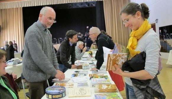 De nombreux auteurs étaient venus exposer et débattre (photo MN)