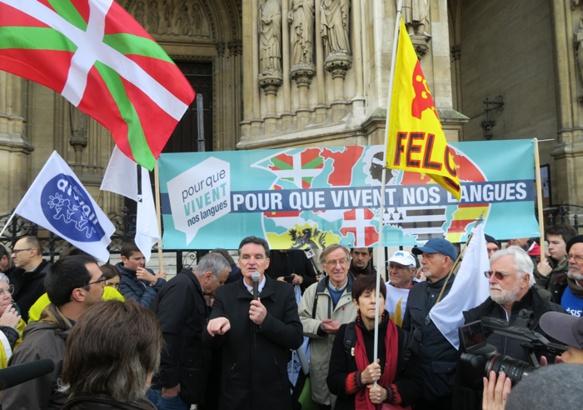 La Felco participe activement au mouvement qui fédère les défenseurs de l'enseignement des langues minoritaires en France. Ici à Paris en décembre 2019 (photo MN)