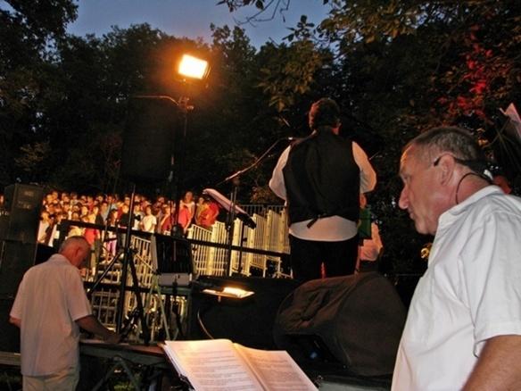 En mai 2009 lors des Cantejadas à Aix-en-Provence, un tour du monde des cultures devant 2000 personnes(photo MN)