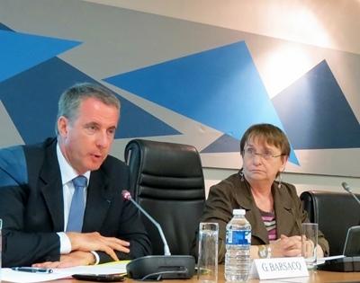 Lors du lancement des débats sur la « Transition énergétique en Paca » : Gilles Barsacq le secrétaire général aux affaires régionales (Etat) et Annick Delhaye, la vice-présidente déléguée (EELV) à l'Energie au Conseil Régional Paca (photo MN)