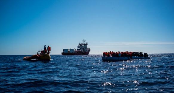 Navire de SOS Méditerranée en action de sauvetage (Photo XDR)