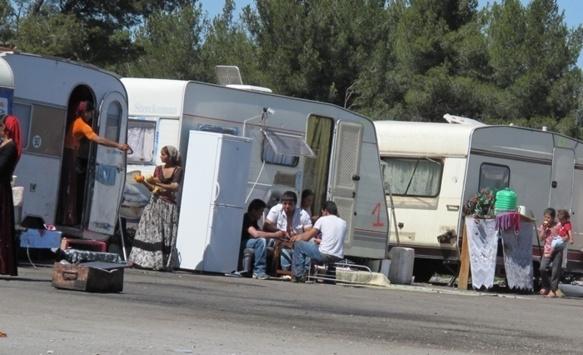 La caravane est une nouveauté pour les Roms, elles ont été glanées auprès d'associations par la mairie de Gardanne pour éviter l'installation d'un village de tôle (photo MN)