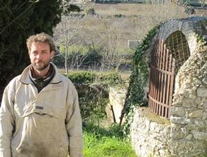 Sébastien Jourde prépare la mise en culture de nouvelles parcelles pour la Commune (photo MN)