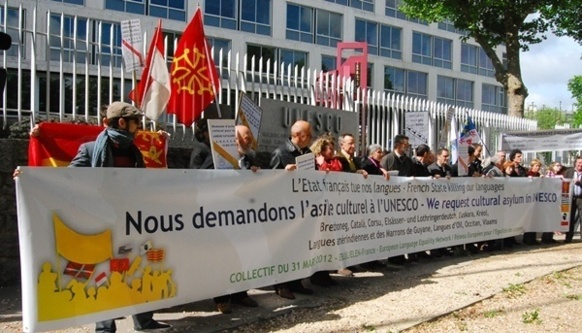 Devant l'Unesco ce 15 mai 2013 (photo XDR)