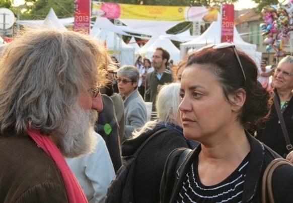 Miquèu Montanaro et Aïcha Sif en grande discussion sur la diversité culturelle (photo MN)
