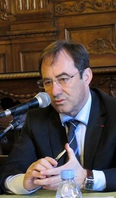 """Le maire Hervé Schiavetti entend jouer """"durable"""", et la ville se prépare à accueillir entreprises et services voués au patrimoine (photo MN)"""