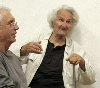 Joan Fléchet, ici lors de la soirée aixoise du 26 06 2013 avec Andrieu Abbe. Le cinéaste a offert son fonds d'oeuvres filmiques au Cep d'Oc (photo MN)