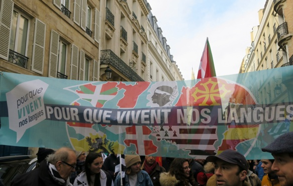 30 novembre 2019, le collectif Pour Que Vivent Nos Langues créé trois mois auparavant réussit son premier rassemblement unitaire à Paris, réunissant les mouvements de tout l'Hexagone (photo MN)