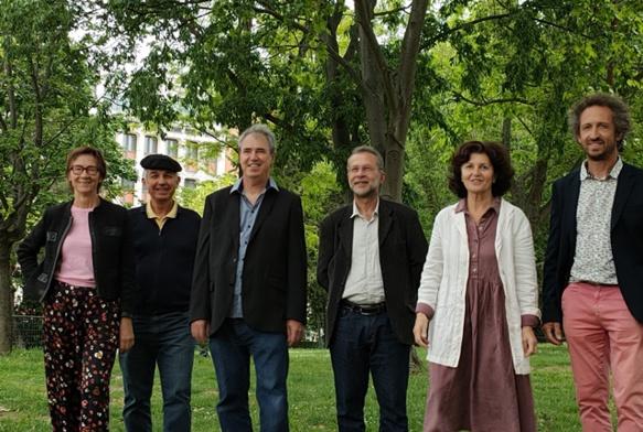 Oui la Provence lors de sa présentation à Aix, fin mai. De g à d : Didier Cade, AM Sgaravizzi, Pascal Recotillet, Hervé Guerrera, Michèu Prat et AM Hautant (photo MN)
