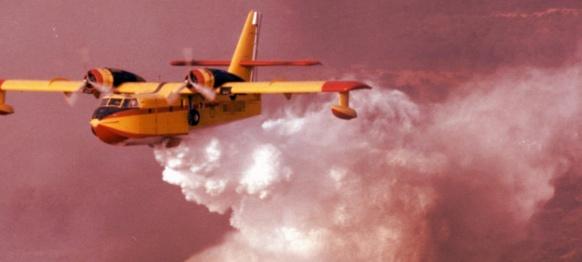 Plus les politiques de prévention sont puissantes, moins le recours aux bombardiers d'eau s'avère nécessaire. Dans le Var, la déprise agricole a favorisé une continuité forestière, mais aussi le mitage urbain du territoire (photo XDR)
