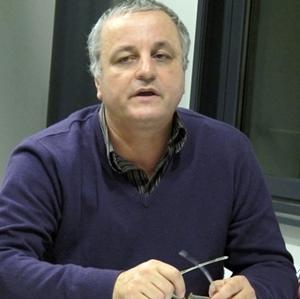 Le député EELV François Alfonsi remet un rapport sur les langues minoritaires au Parlement Européen (photo MN)