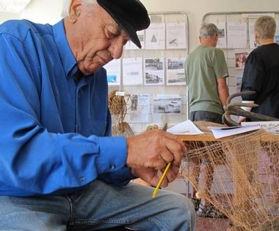 En 2013 c'est une bibliothèque vivante du monde de la pêche et un irremplaçable diseur de proverbes en occitan sur le temps (photo MN)