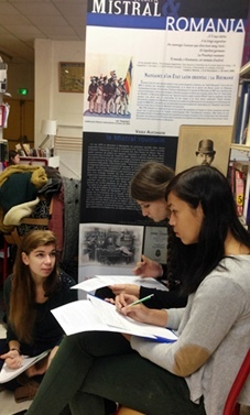 Au CDI du lycée Cézanne jusqu'au 17 décembre 2013 (photo Alexis Martin DR)
