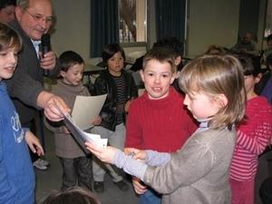 Les élèves de la Calandreta participent aussi aux évènements festifs hors l'école, comme ici lors de la Dictada de 2010 (photo MN)