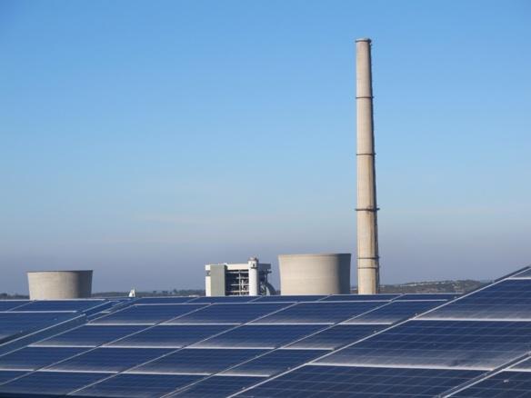 """Non loin de la centrale d'Eon, qui consommera du bois, le parc photovoltaïque des Sauvaires contribue à positionner Gardanne comme """"ville des énergies renouvelables"""" (photo MN)"""